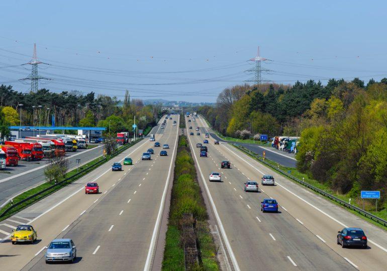 Нардепи хочуть зробити платними дороги для вантажівок