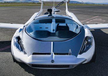 У Словаччині представили автомобіль AirCar, який перетворюється на літак за 3 хвилини