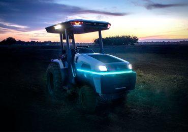 Monarch Tractor представила перший у світі електротрактор. Він їздить без водія!