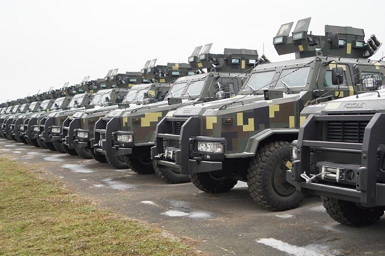 На озброєння Збройних Сил України більше 40 спеціальних броньованих автомобілів «Козак-2» передало НВО «Практика»