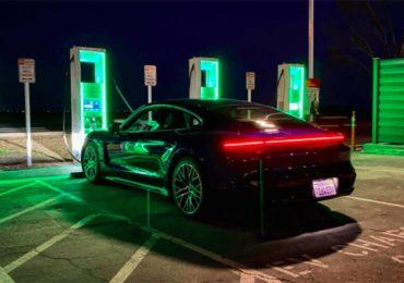 Байден планує перевести уряд на електромобілі