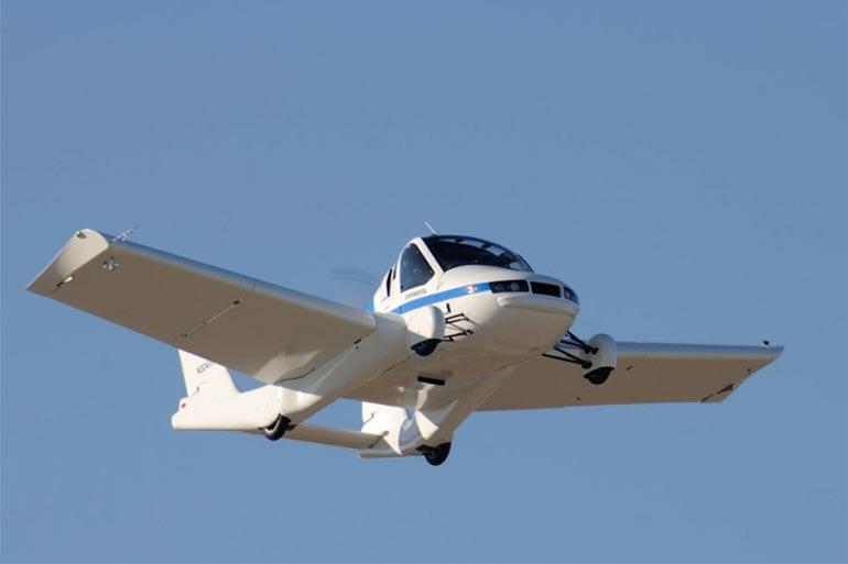 Летючий автомобіль Transition розвиває швидкість до 161 кілометра на годину, а його крила складаються так, що він поміщається у звичайний гараж