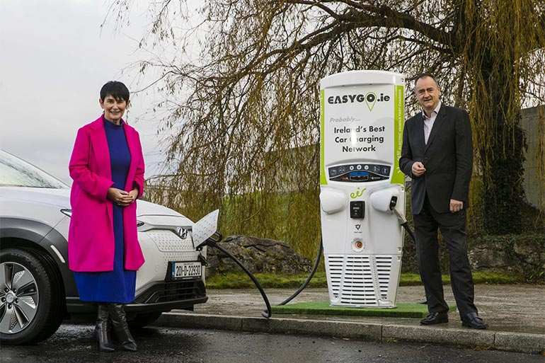 Телефонні будки в Ірландії переобладнають на зарядні станції для електротранспорту