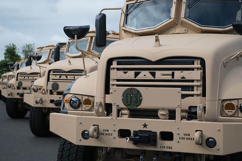 Сухопутні війська США замовили 99 важких неброньованих самоскидів Mack Defense