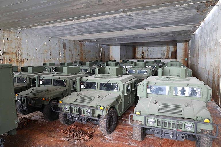 США доставили в Україну 35 позашляховиків HMMWV