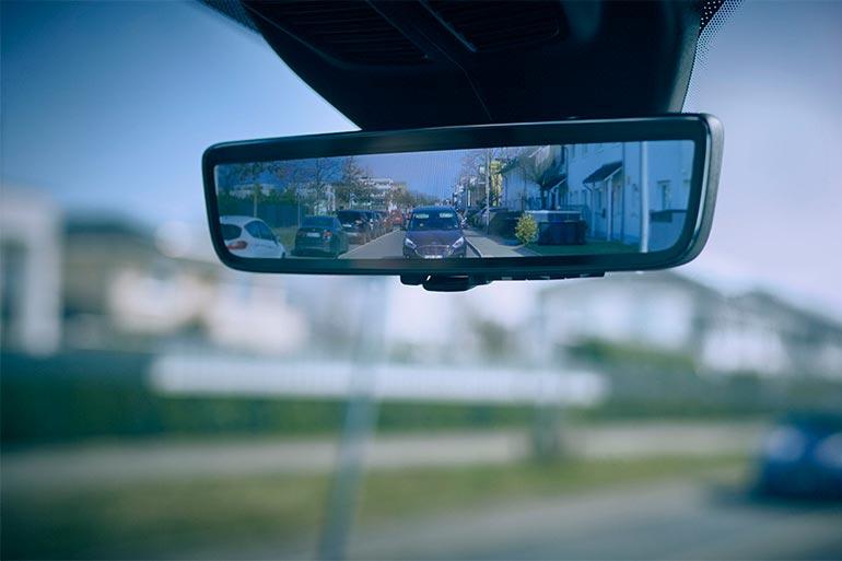 Ford обладнав модель Transit «розумним дзеркалом»