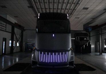 Geely планує виробництво конкурента Tesla Semi з футуристичним дизайном