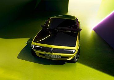 😎 Новий Opel Manta GSe ElektroMOD демонструє сяючу посмішку — з'явилися нові фото електричної версії легенди