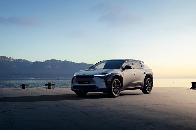 Toyota анонсує створення повної лінійки електромобілів