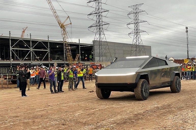 Tesla повідомила клієнтів про початок виробництва електропікапу Cybertruck
