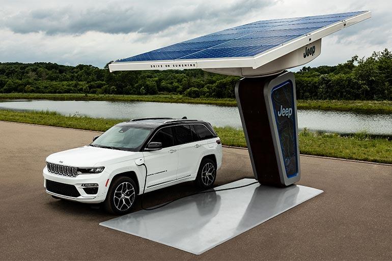 Jeep представив перші зображення абсолютно нового електрифікованого Jeep Grand Cherokee