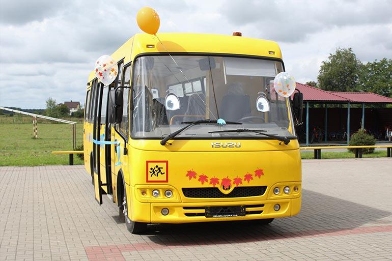 Два новеньких шкільних автобуси отримали освітні заклади Хмельниччини