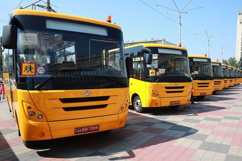 ЗАЗ передав 10 шкільних автобусів Запорізькій ОДА